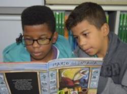 Bibliotecas dos CEUs começam a receber óculos que ajudam deficientes visuais a ler textos