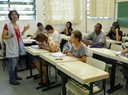 Processo seletivo de professores para trabalhar com Educação de Jovens e Adultos