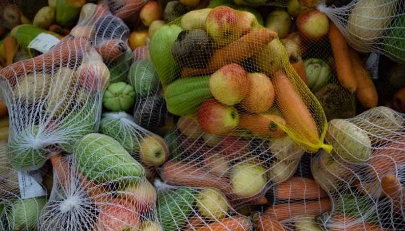 Imagem de frutas, verduras e legumes embalados